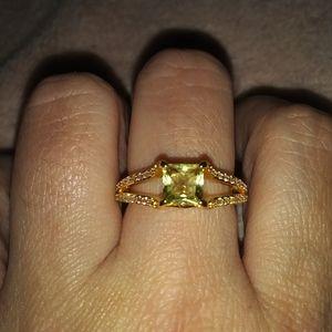 18k yellow gold band. Size 9